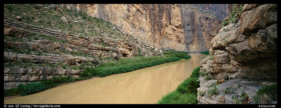 Rio Grande River flowing through Santa Elena Canyon. Big Bend National Park (color)
