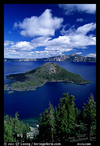 Lake and Wizard Island, afternoon. Crater Lake National Park, Oregon, USA.