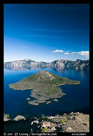 Skell Channel and Wizard Island. Crater Lake National Park, Oregon, USA.
