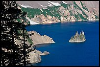Island called Phantom Ship and crater walls. Crater Lake National Park, Oregon, USA.