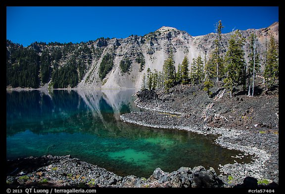 Cove with emerald waters, Fumarole Bay, Wizard Island. Crater Lake National Park (color)