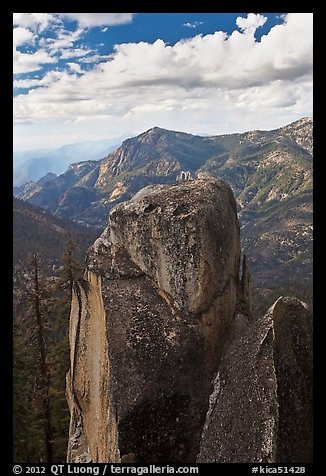 Outcrops and canyon of the Kings river. Kings Canyon National Park (color)
