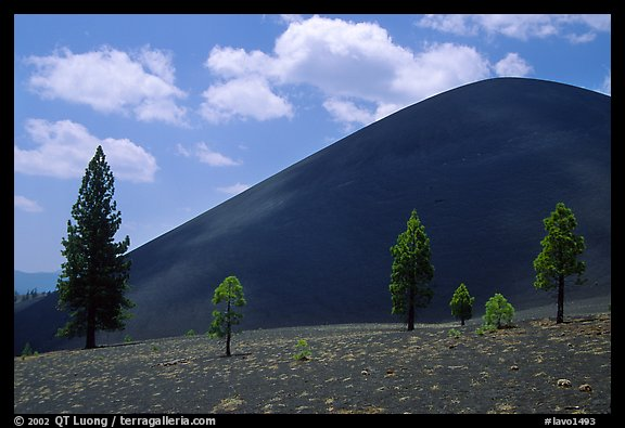 Cinder cone. Lassen Volcanic National Park (color)