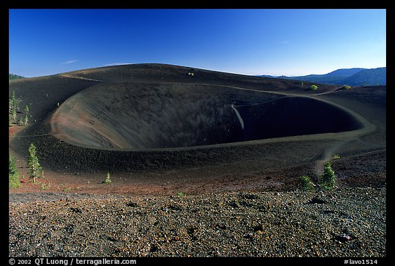Crater on top of cinder cone. Lassen Volcanic National Park (color)