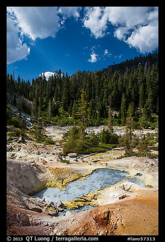 Devils Kitchen hydrothermal area. Lassen Volcanic National Park (color)