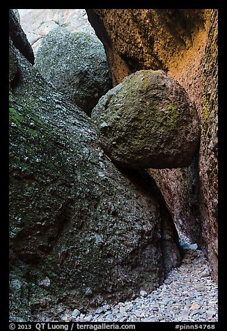 Boulder wedged in slot, Balconies Caves. Pinnacles National Park (color)