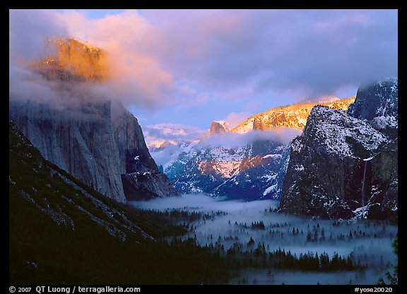 View with fog in valley and peaks lighted by sunset, winter. Yosemite National Park, California, USA.