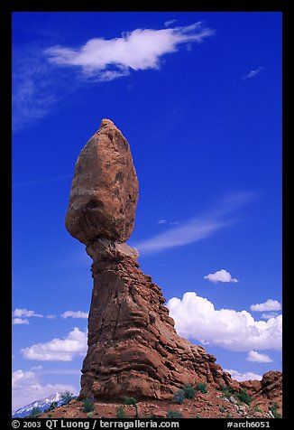 Balanced Rock. Arches National Park, Utah, USA.