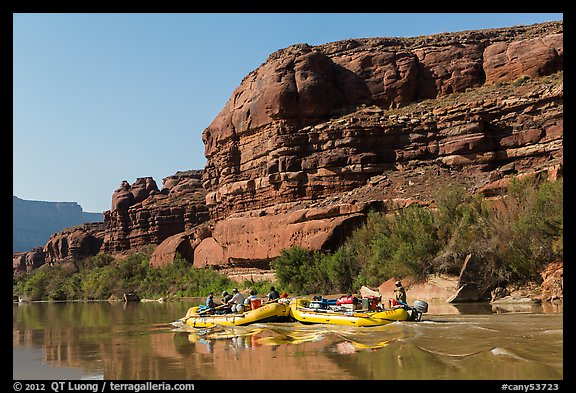 Rafts motoring upstream Colorado River. Canyonlands National Park (color)