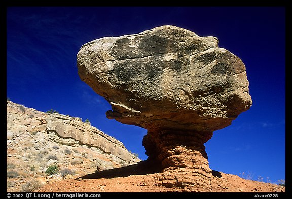 Balancing rock in  Hartnet Draw. Capitol Reef National Park (color)
