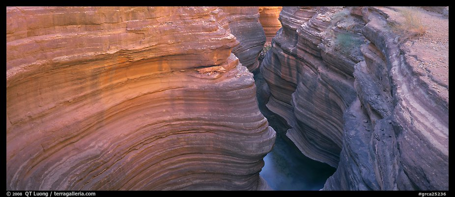 Sculptured rock in slot canyon. Grand Canyon National Park (color)