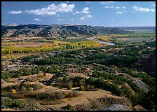 Little Missouri River Oxbow Bend in autumn, North Unit. Theodore Roosevelt National Park, North Dakota, USA.