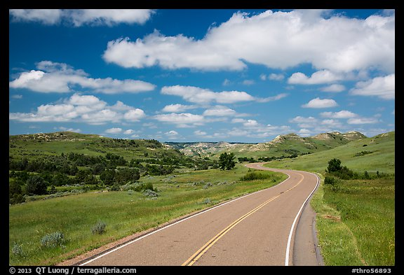 Scenic loop road, South Unit. Theodore Roosevelt National Park (color)