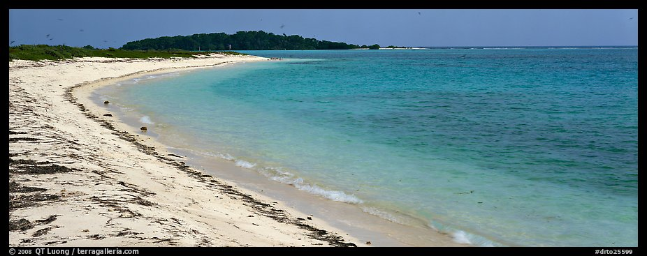 Sandy beach and turquoise waters. Dry Tortugas National Park (color)