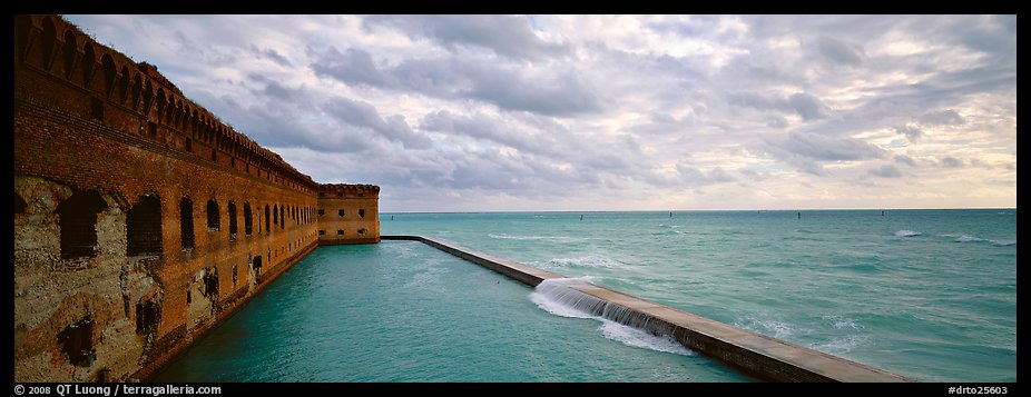 Fort Jefferson wall and ocean. Dry Tortugas National Park (color)