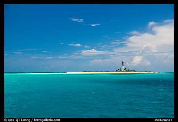 Turquoise waters around Loggerhead key. Dry Tortugas National Park (color)