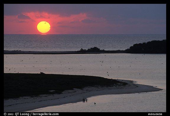 Sunrise over Long Key and Atlantic Ocean. Dry Tortugas National Park, Florida, USA.