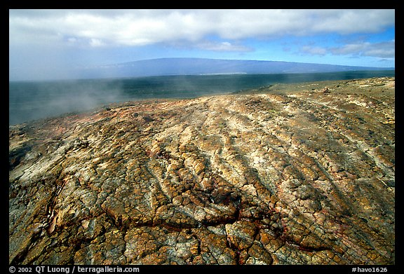 Unstable lava crust on Mauna Ulu crater. Hawaii Volcanoes National Park (color)