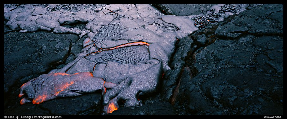Molten lava flow. Hawaii Volcanoes National Park (color)