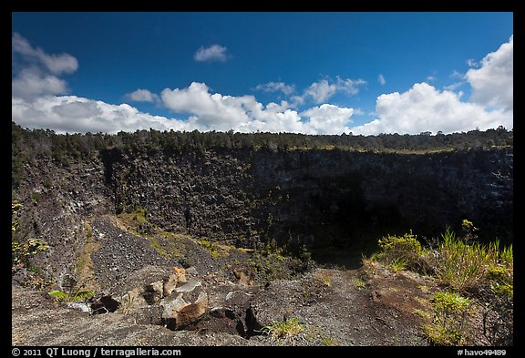 Pit crater. Hawaii Volcanoes National Park (color)