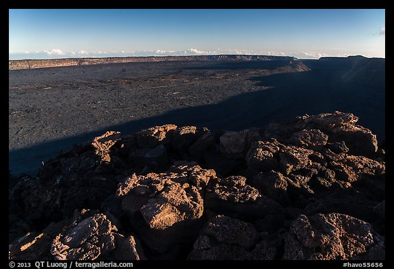 Mokuaweoweo caldera with late afternoon shadows. Hawaii Volcanoes National Park (color)