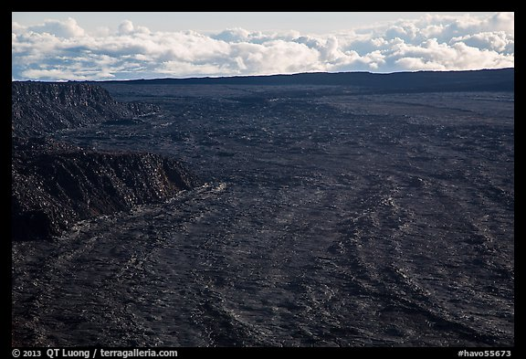 Immensity of Mokuaweoweo caldera. Hawaii Volcanoes National Park (color)