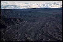 Immensity of Mokuaweoweo caldera. Hawaii Volcanoes National Park ( color)
