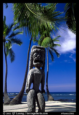 Polynesian idol, Place of Refuge, Puuhonua o Honauau National Historical Park. Big Island, Hawaii, USA (color)