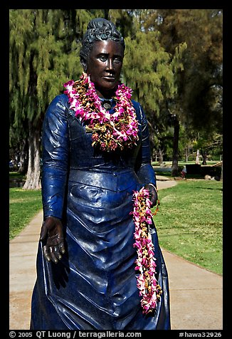 Statue of queen with fresh flower leis. Waikiki, Honolulu, Oahu island, Hawaii, USA (color)