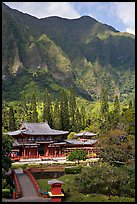 Byodo-In temple and Koolau Mountains, Valley of the Temples, morning. Oahu island, Hawaii, USA ( color)