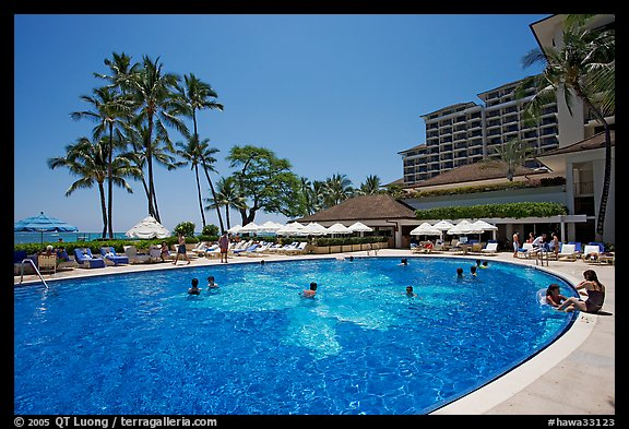 Swimming pool, Halekulani hotel. Waikiki, Honolulu, Oahu island, Hawaii, USA