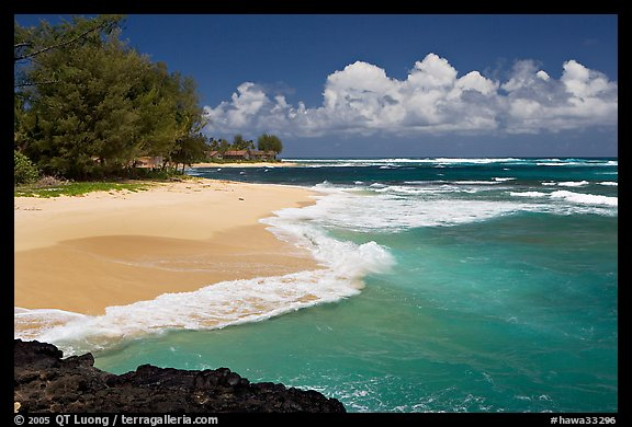 Beach and  turquoise waters, and homes  near Haena. North shore, Kauai island, Hawaii, USA
