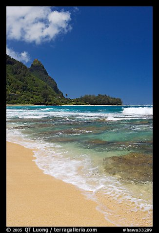 Tunnels (Makua) Beach and Bali Hai Peak. North shore, Kauai island, Hawaii, USA (color)