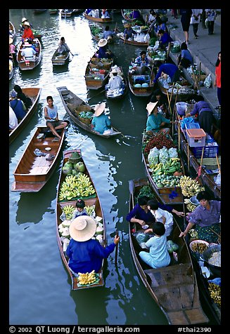 Traditional floating market. Damonoen Saduak, Thailand (color)