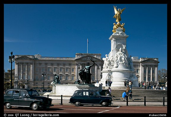 Victoria memorial and Buckingham Palace, mid-morning. London, England, United Kingdom (color)