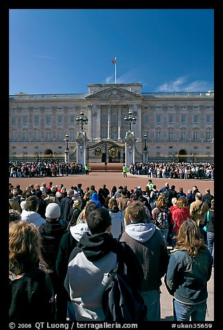 Tourists waiting for the changing of the guard in front of Buckingham Palace. London, England, United Kingdom (color)