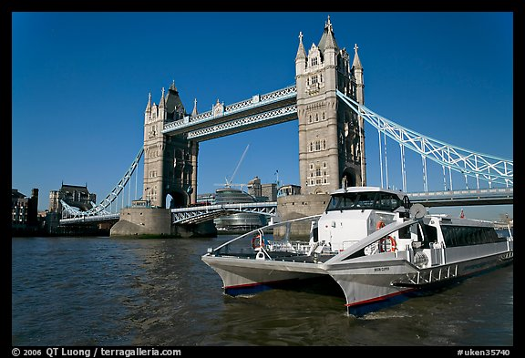Fast catamaran cruising the Thames, with Tower Bridge in the background. London, England, United Kingdom (color)