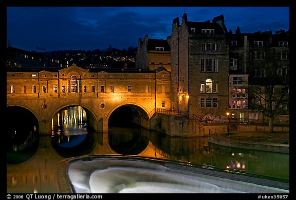 Pulteney Bridge and weir at night. Bath, Somerset, England, United Kingdom