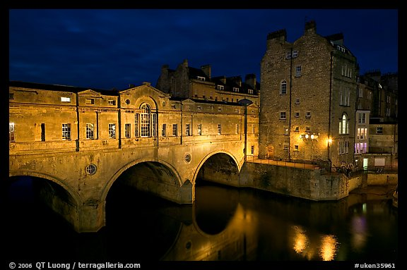 Pulteney Bridge, designed by Robert Adam, at night. Bath, Somerset, England, United Kingdom
