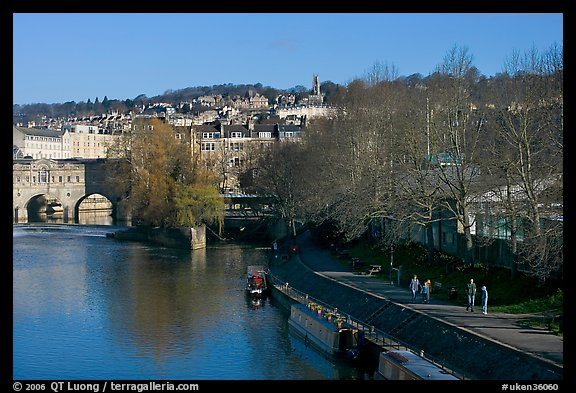 Pulteney Bridge, Avon River, Houseboats, and quay. Bath, Somerset, England, United Kingdom
