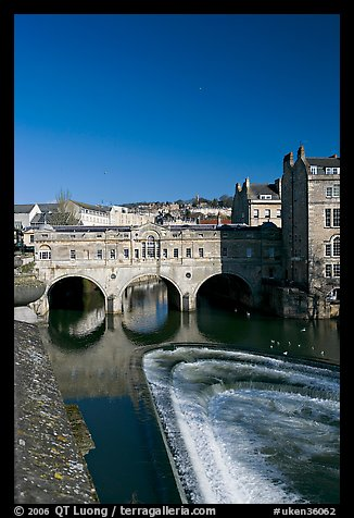 Pulteney Bridge and weir, morning. Bath, Somerset, England, United Kingdom