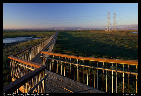 Boardwalk leading to edge of the Bay, Palo Alto Baylands. Palo Alto,  California, USA