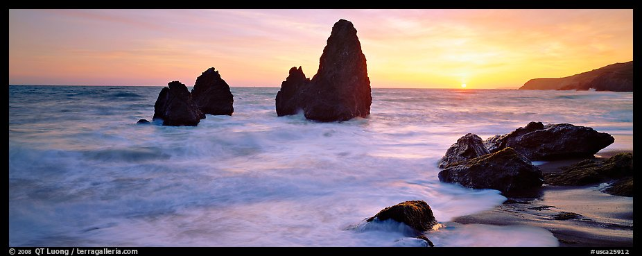 Sea stacks and setting sun, Rodeo Beach. California, USA (color)