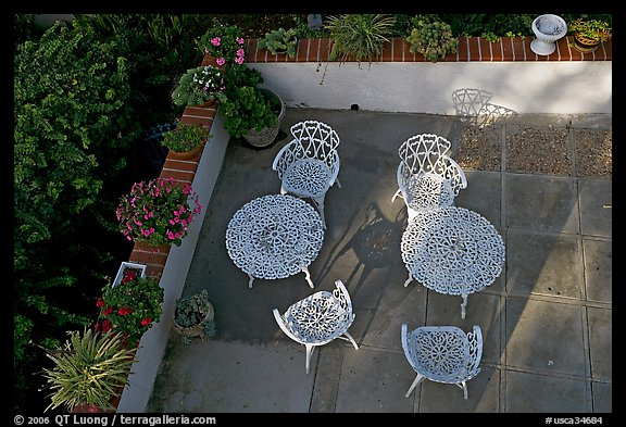 Courtyard with garden chairs and tables. Laguna Beach, Orange County, California, USA (color)