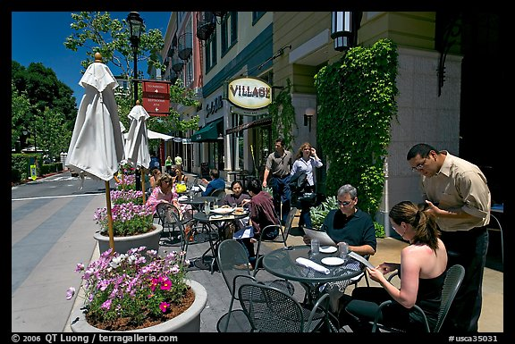 Lunch at streetside restaurant tables. Santana Row, San Jose, California, USA (color)
