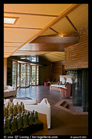 Living room and fireplace, Hanna House. Stanford University, California, USA (color)