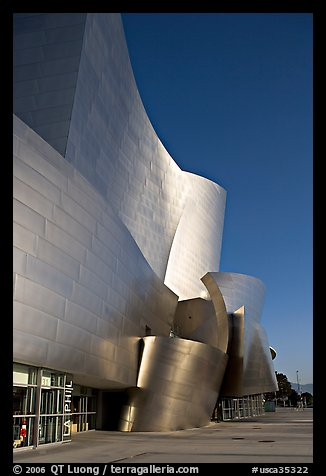 Free-form sculptural curves of the Walt Disney Concert Hall, early morning. Los Angeles, California, USA (color)
