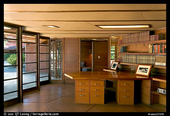 Library and study, Hanna House, a Frank Lloyd Wright masterpiece. Stanford University, California, USA (color)