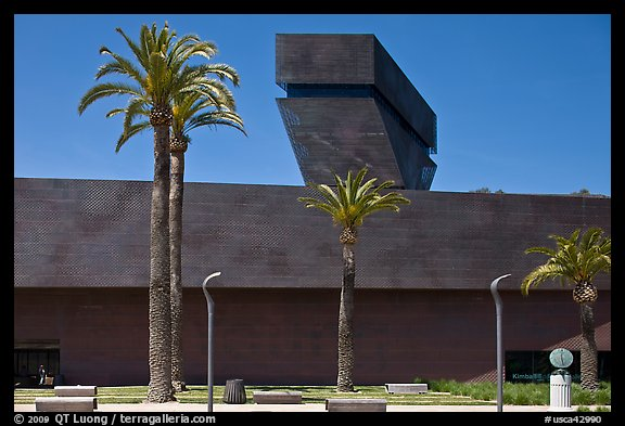 M H De Young memorial museum, Golden Gate Park. San Francisco, California, USA (color)