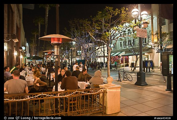 People dining at outdoor restaurant, Third Street Promenade. Santa Monica, Los Angeles, California, USA (color)